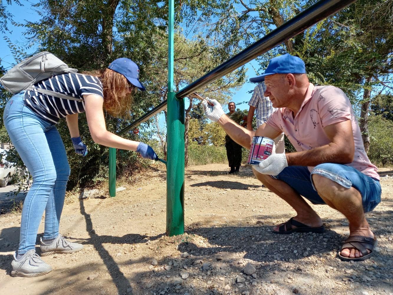 Добровольцы провели субботник  на территории парка на Радиогорке